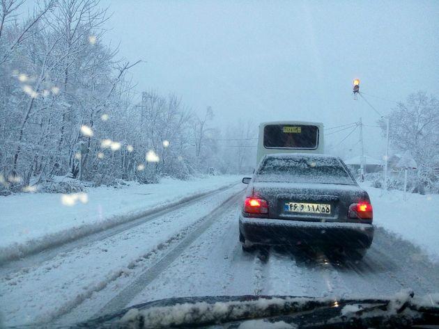 بارش برف در محور هراز امروز پنچشنبه 16 فروردین