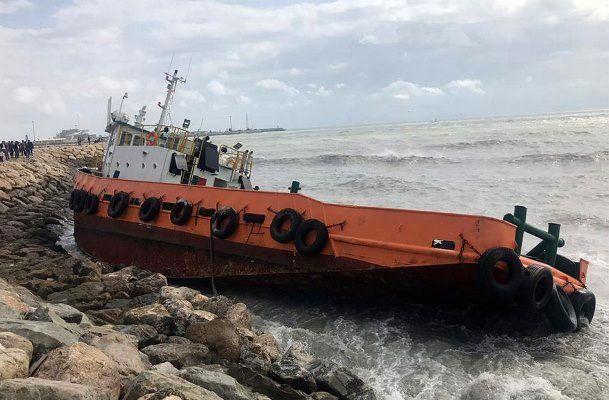 نجات جان 9 دریانورد از شناورهای به گل نشسته در بندرعباس