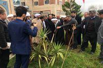 غرس نهال توسط حضرت آیت الله قربانی به مناسبت روز درختکاری