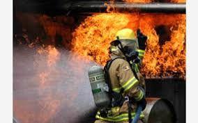 آتش سوزی یک کارگاه تینر در اصفهان مهار شد