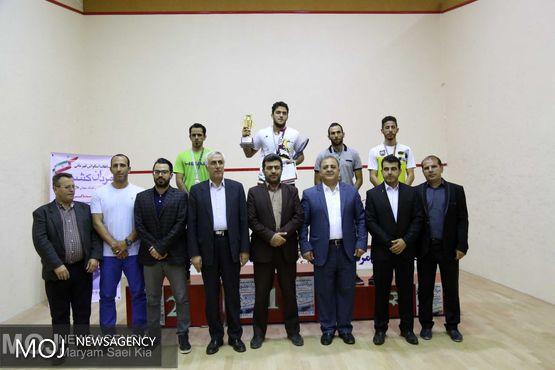 اهدای مدال قهرمان اسکواش کشور به خانواده شهید باکری