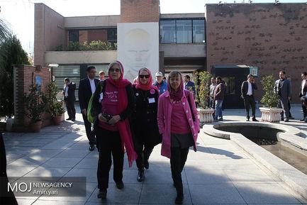 بازدید کمپین ضد جنگ آمریکایی از باغ موزه قصر