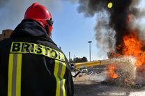 مهار آتش سوزی در سوله 500 متری انبار چوب